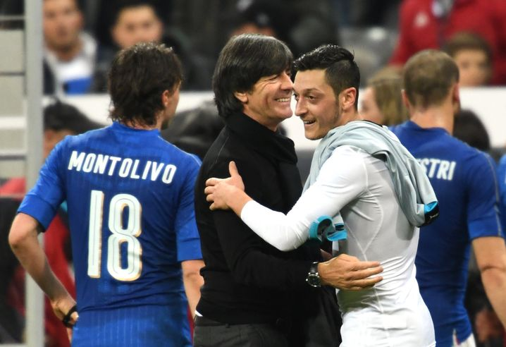 """Joachim Löw, Mesut Özil: """"Schon ganz zufrieden"""""""