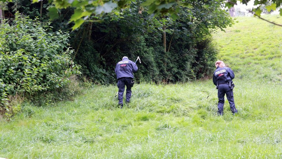 Polizisten bei der Suche nach Anneli: Leichenfund in Sachsen