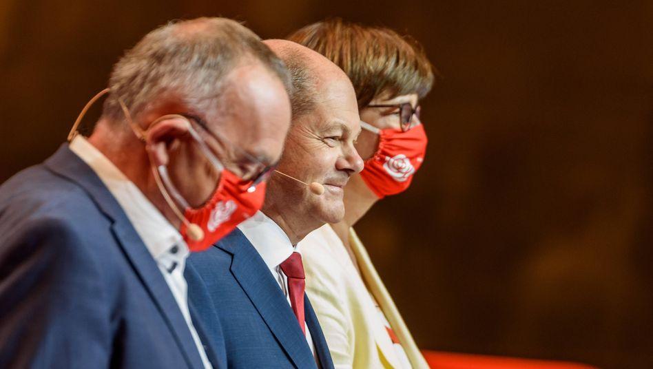 Kurswechsel im Zeichen der Pandemie: SPD-Führungstrio Walter-Borjans, Scholz, Esken