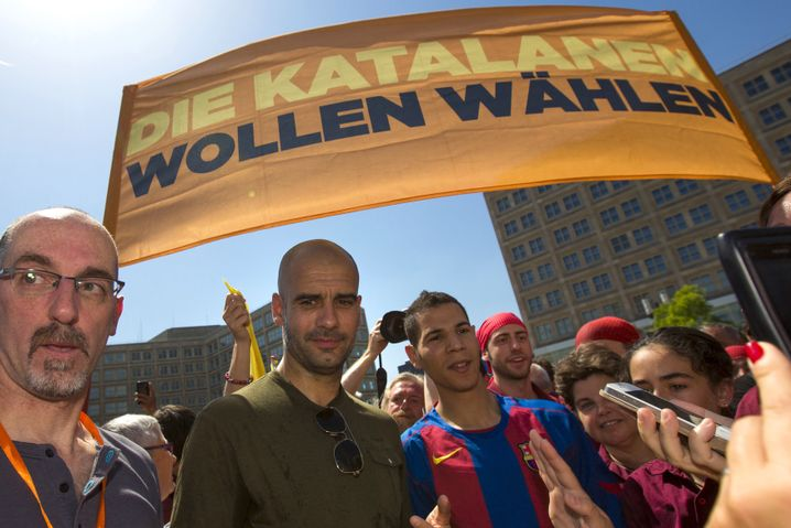 Trainer Guardiola auf Demo in Berlin (2014)