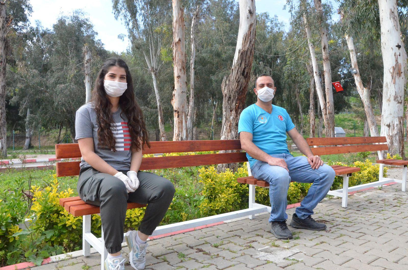 Türkische Stadt stellt «Corona-Bänke» in Parks auf