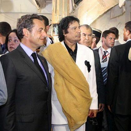 Kooperationspartner Sarkozy und Gaddafi: Das Atom-Abkommen zwischen Frankreich und Libyen ruft internationalen Protest hervor