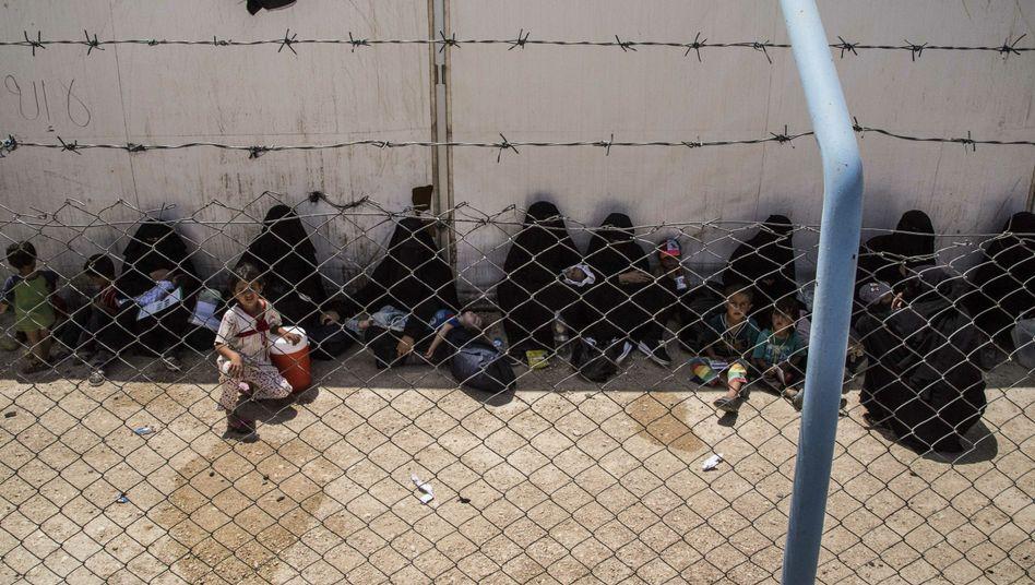 Frauen und Kinder von IS-Kämpfern in Syrien: Behörden sehen Rückkehr nach Deutschland mit Sorge