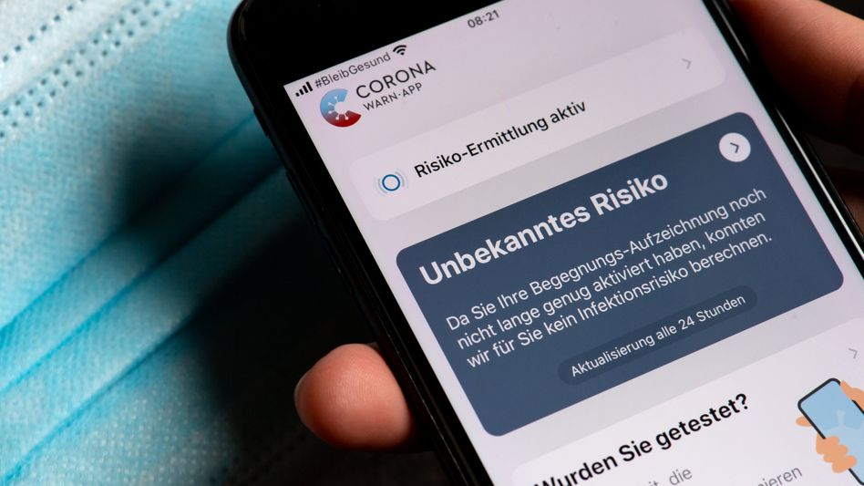 Die Corona-Warn-App könnte sich einem Bericht zufolge auf einigen Handys nicht permanent aktualisiert haben