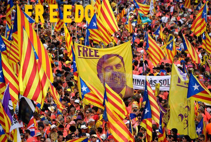 Demonstranten in Barcelona fordern im September 2018 die Freilassung von Oriol Junqueras