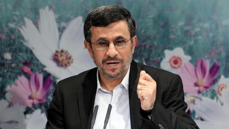 Wutredner Mahmud Ahmadinedschad (Archiv): Jetzt soll er Frieden stiften