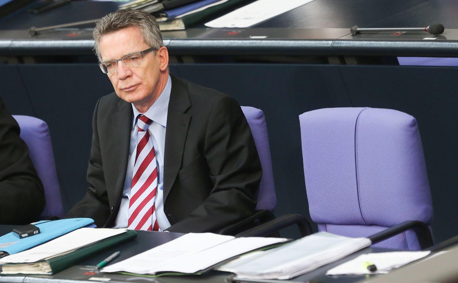 Thomas de Maiziere / im Bundestag