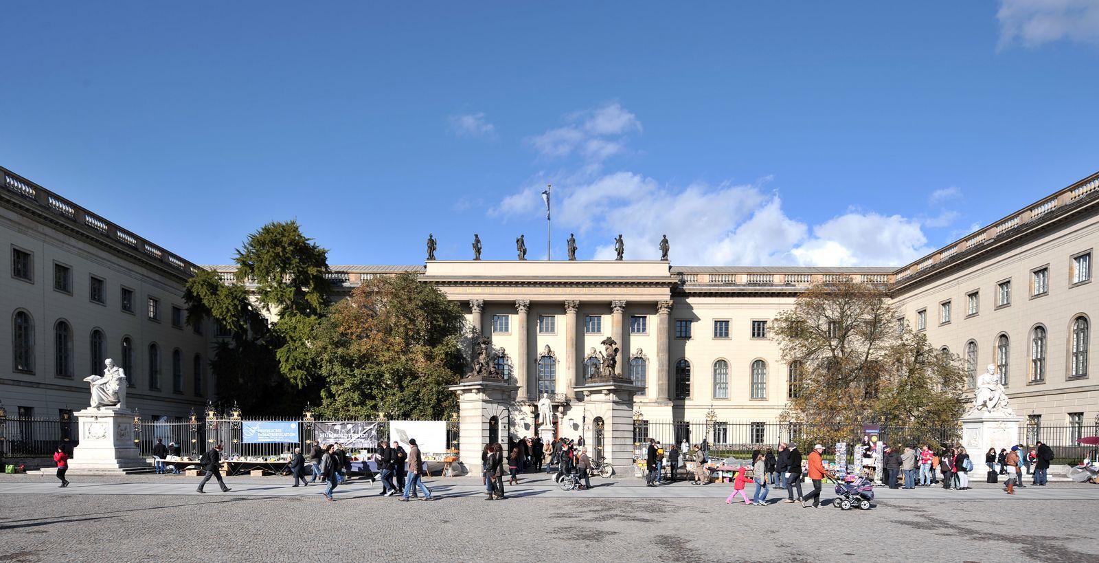 Humboldt Universität Berlin /Studenten Universität Campus / 10 beste Unis Deutschland