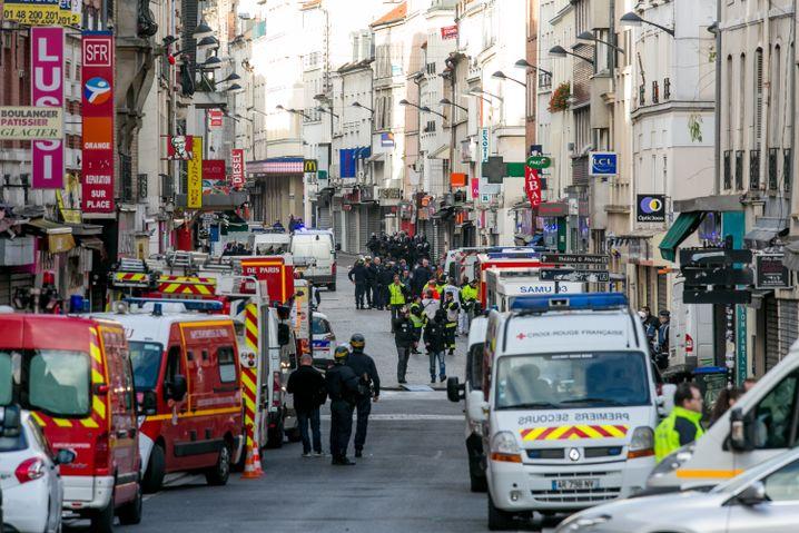Sicherheitskräfte in Saint-Denis bei Paris (18. November 2015): Angst vor neuen Vorfällen