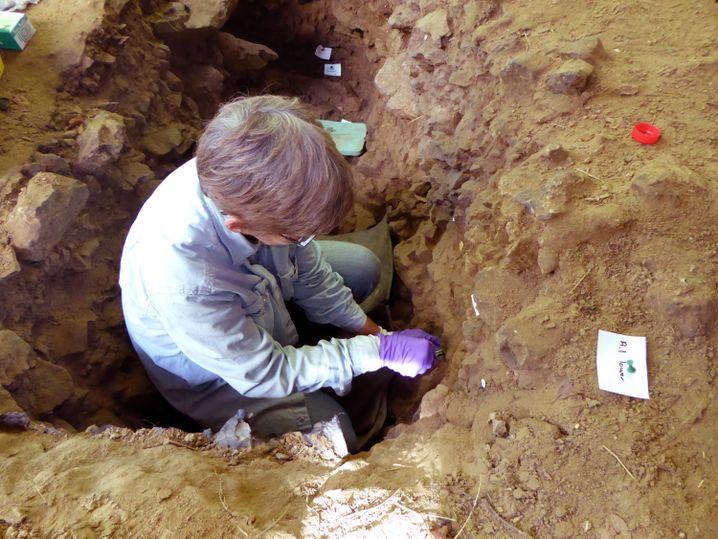 Mittlerweile verstorbene Forscherin Becky Miller in belgischer Höhle Trou Al'Wesse