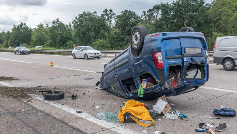 Ende einer Verfolgungsjagd: Kleintransporter auf der A6 in Hockenheim, Baden-Württemberg