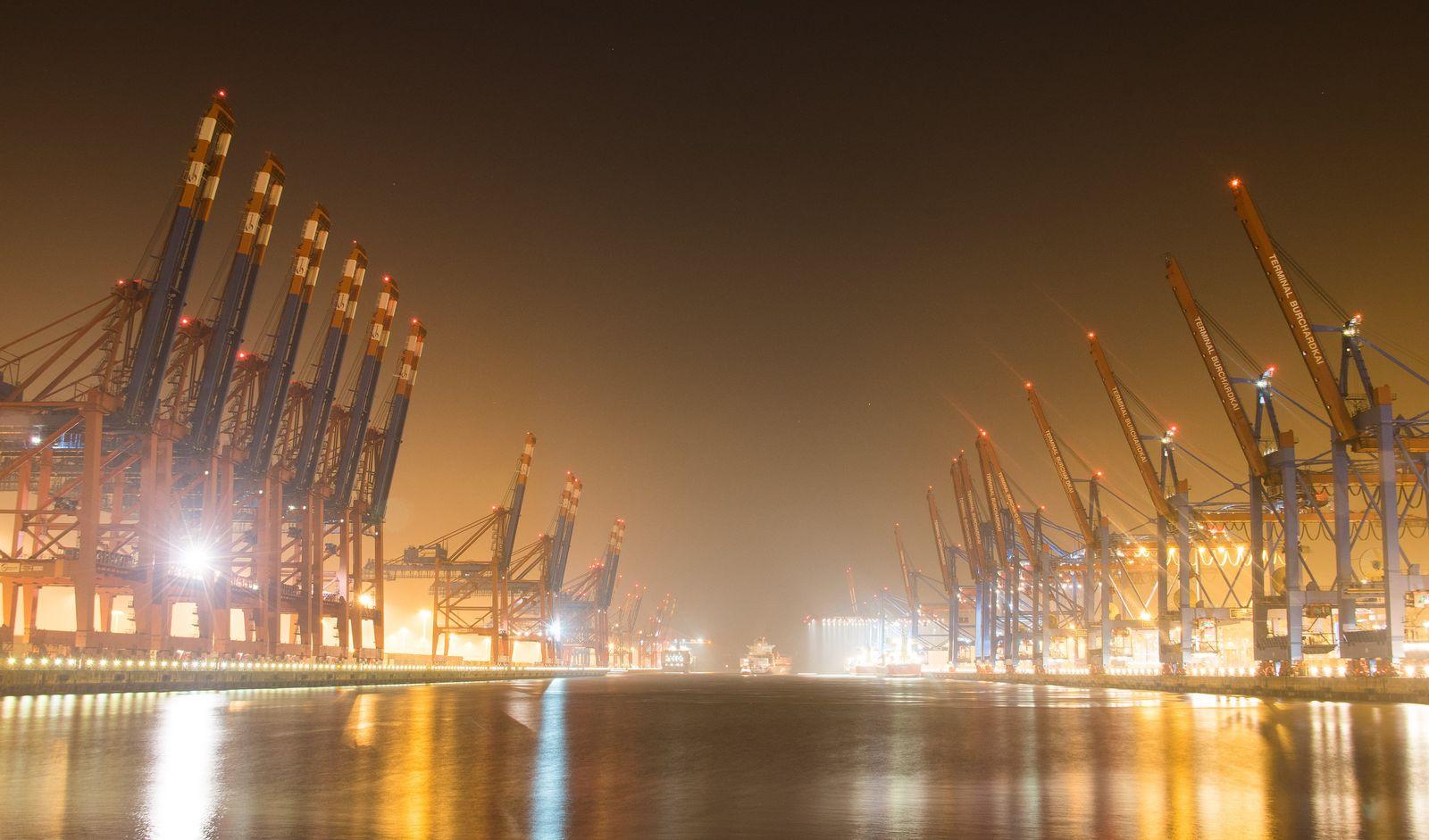 Containerschiffe / Hafen