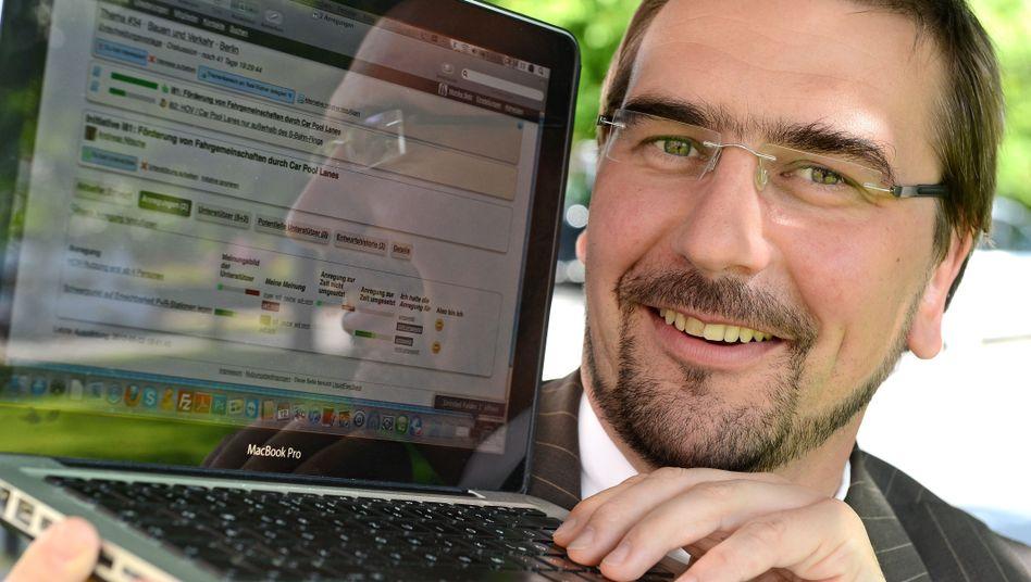 Landrat Ambrosy, Mitmach-Software Liquid Feedback: Landkreis will Piraten-Tool nutzen