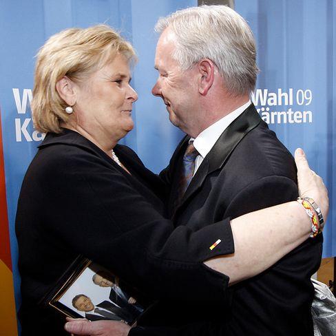 Haiders Witwe Claudia mit Landeshauptmann Dörfler: Das Ergebnis sei Anerkennung für die Politik ihres Mannes