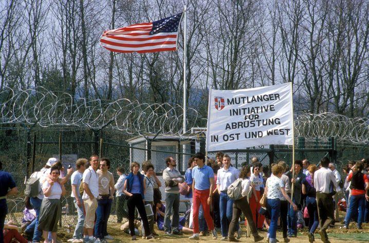 """Friedensdemo in Mutlangen (1984): """"So zäh und stur werden wie das Militär"""""""