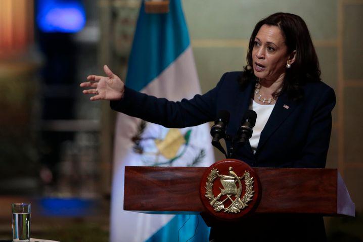 Vizepräsidentin Kamala Harris versprach bei einem Besuch in Guatemala finanzielle Hilfen, um Fluchtursachen zu bekämpfen