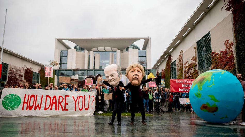 """""""Fridays for Future""""-Kundgebung vor dem Bundeskanzleramt: """"How dare you?"""" (Wie könnt ihr es wagen?)"""