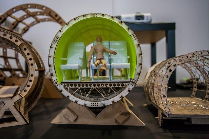 So sitzt es sich in Zukunft - Modell der Kapsel für den Hyperloop.