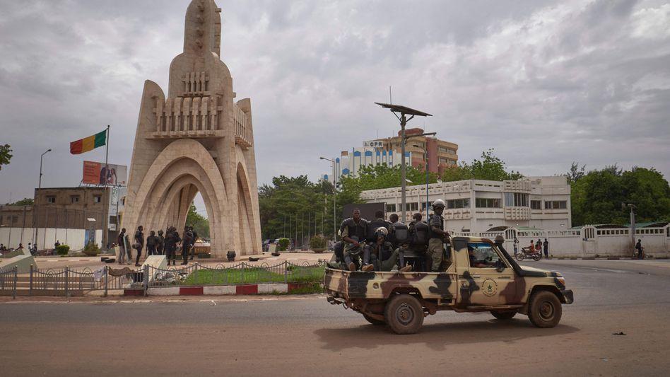 Militärpatrouille in der Hauptstadt Bamako