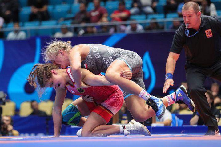 Anna Schell (unten) besiegte bei der WM Agnieszka Wieszczek aus Polen