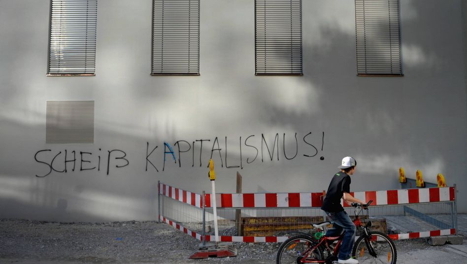 """Häuserwand in Bayern: """"Der Fall der Mauer war nicht der überwältigende Sieg für die freie Marktwirtschaft"""""""
