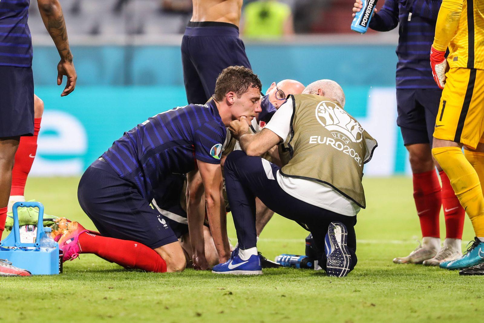 (210616) -- MUNICH, June 16, 2021 -- Benjamin Pavard (L) of France receives treatment during the UEFA EURO, EM, Europame