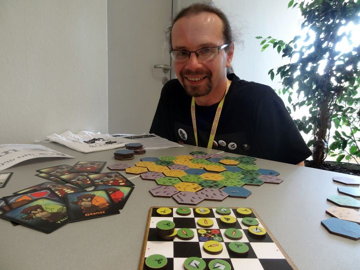 """Ein-Mann-Unternehmen """"North and South Games"""": Spieledesigner Dave Cousins"""