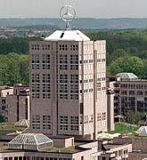 DaimlerChrysler-Zentrale in Stuttgart-Möhringen: Millioneneinsparungen und Beschäftigungsgarantie