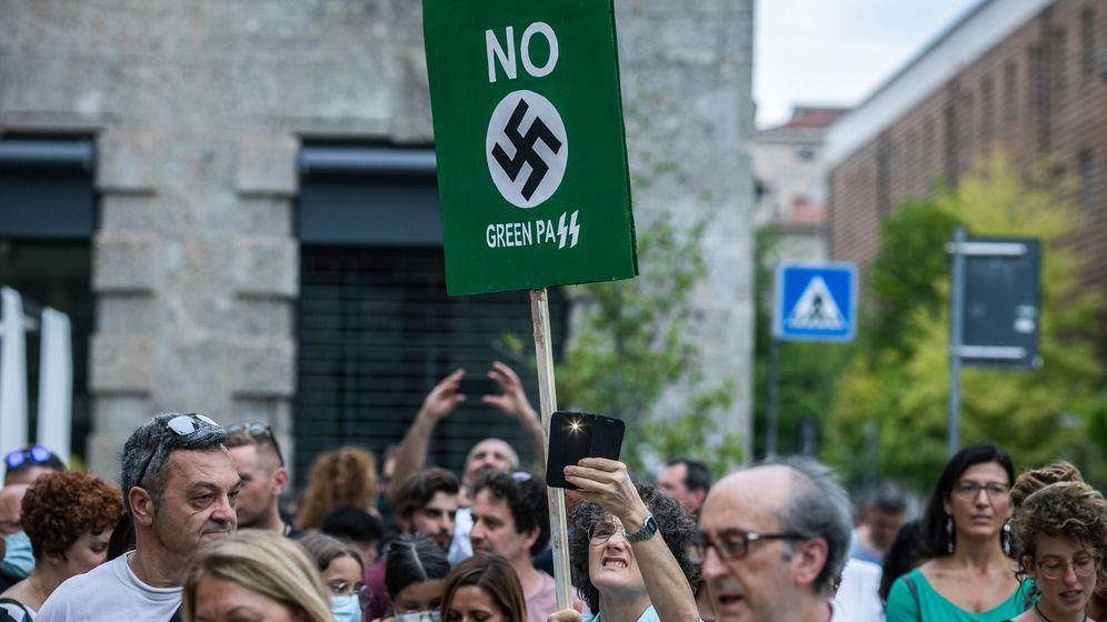 Demonstranten gegen den Grünen Pass in Bergamo Ende Juli 2021