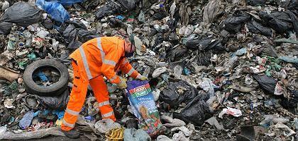 Müllmann in Leipzig: Mindestlohn für die Abfallwirtschaft