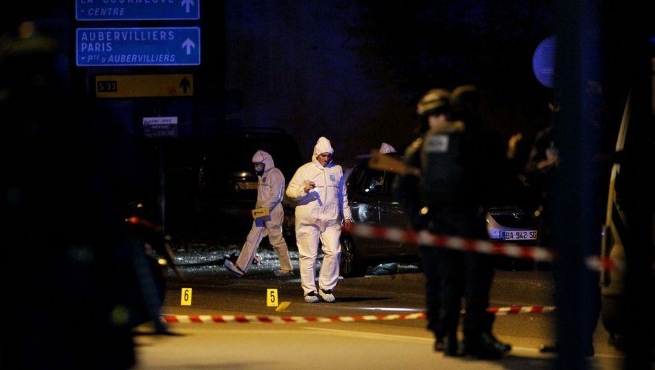 Forensiker in der Nähe des Stade de France: Die Identifizierung der Täter ist schwierig