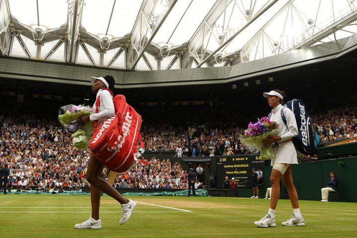 Venus Williams und Garbiñe Muguruza unter dem geschlossenen Dach