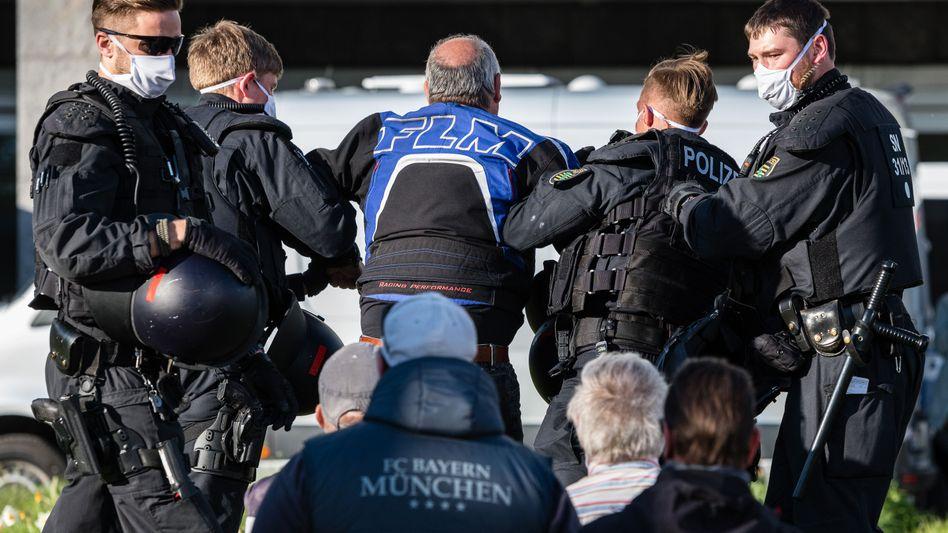 """Polizeieinsatz bei """"Pro-Chemnitz""""-Kundgebung"""