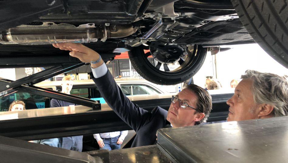 Bundesverkehrsminister Andreas Scheuer (CSU) zu Besuch beim Kraftfahrt-Bundesamt
