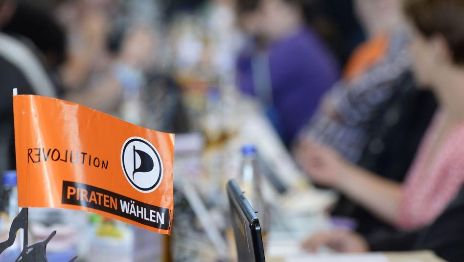 Piratenfahne: Überraschungen bei der Wahl des neuen Politischen Geschäftsführers