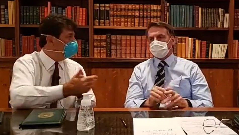 Brasiliens Präsident Bolsonaro (r.), mit Gesundheitsminister Luiz Henrique Mandetta