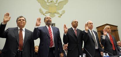 Ausschuss-Zeugen (von links): Ex-Citigroup-Chef Prince, Citigroup-Aufseher Parsons, Ex-Merrill-Lynch-Chef O'Neal, Merrill-Lynch-Manager Finnegan, Countrywide-Gründer Mozilo