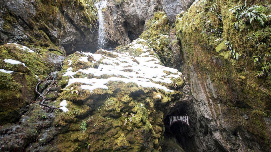 Eingang zu der Höhle Hölloch