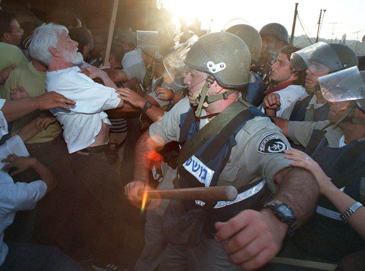 Uri Avnery bei einer Demonstration (Archiv)