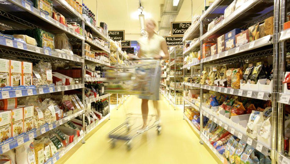 Einkauf in einem Bio-Supermarkt