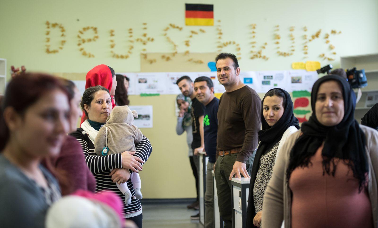 EINMALIGE VERWENDUNG SPIEGEL Plus SPIEGEL 2/17 S. 26 Flüchtlinge in Berlin