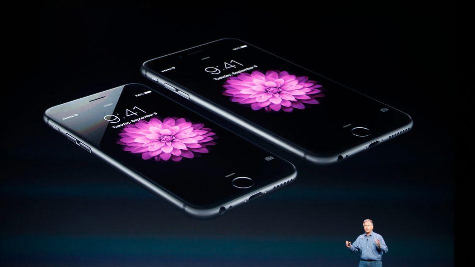 Präsentation neuer iPhone-Modelle: Links das iPhone 6, rechts das iPhone 6 Plus