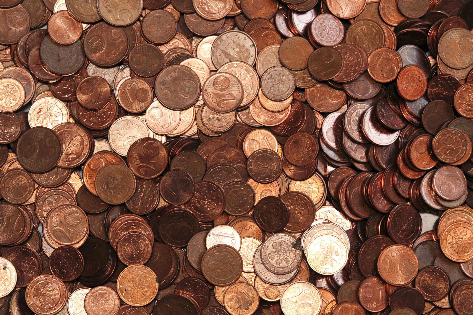 EINMALIGE VERWENDUNG Kupfermuenzen / Cent / Euromuenzen