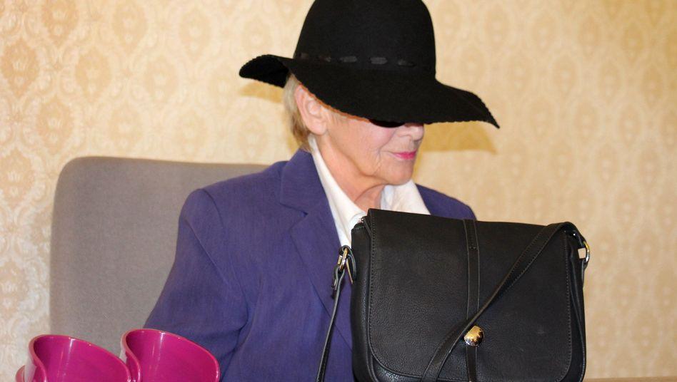 72-jährige Stalkerin von Priester: Seit Jahren im Liebes-Wahn