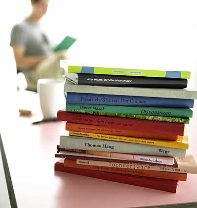 Buchstapel: Für Studenten bald überflüssig?