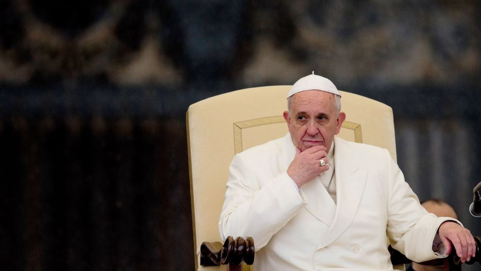 Papst Franziskus im Vatikan: Lob für den Vorgänger