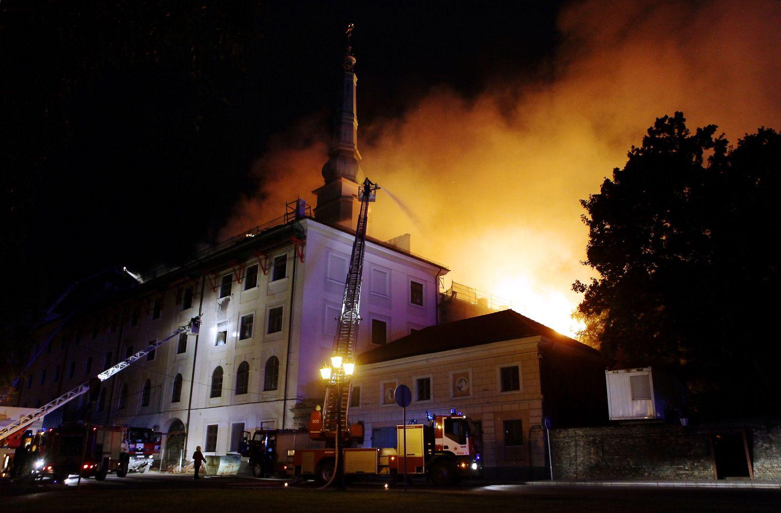 Lettland Feuer Schloss