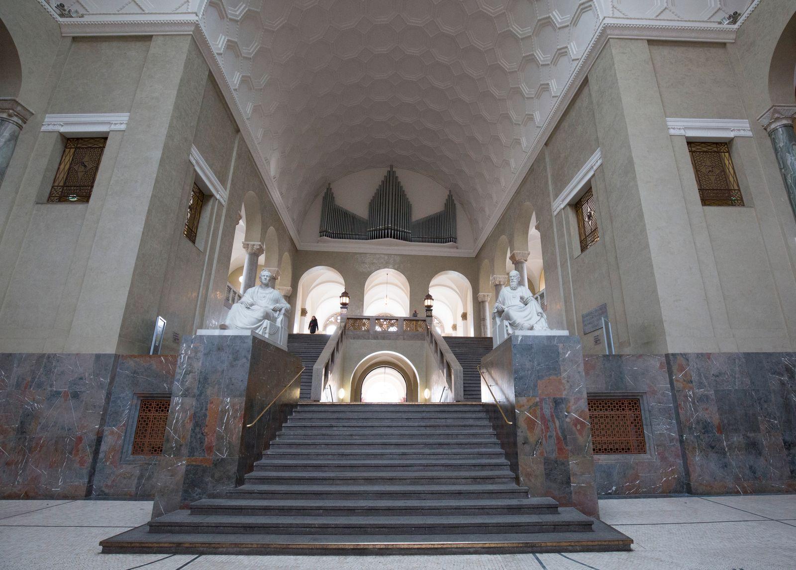The atrium of the Ludwig-Maximilians-University in Munich.