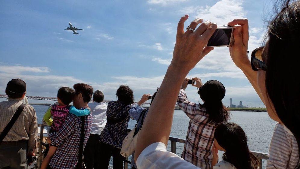 Bootsfahrt mit Plane-Spottern: Was bunt ist, muss aufs Foto