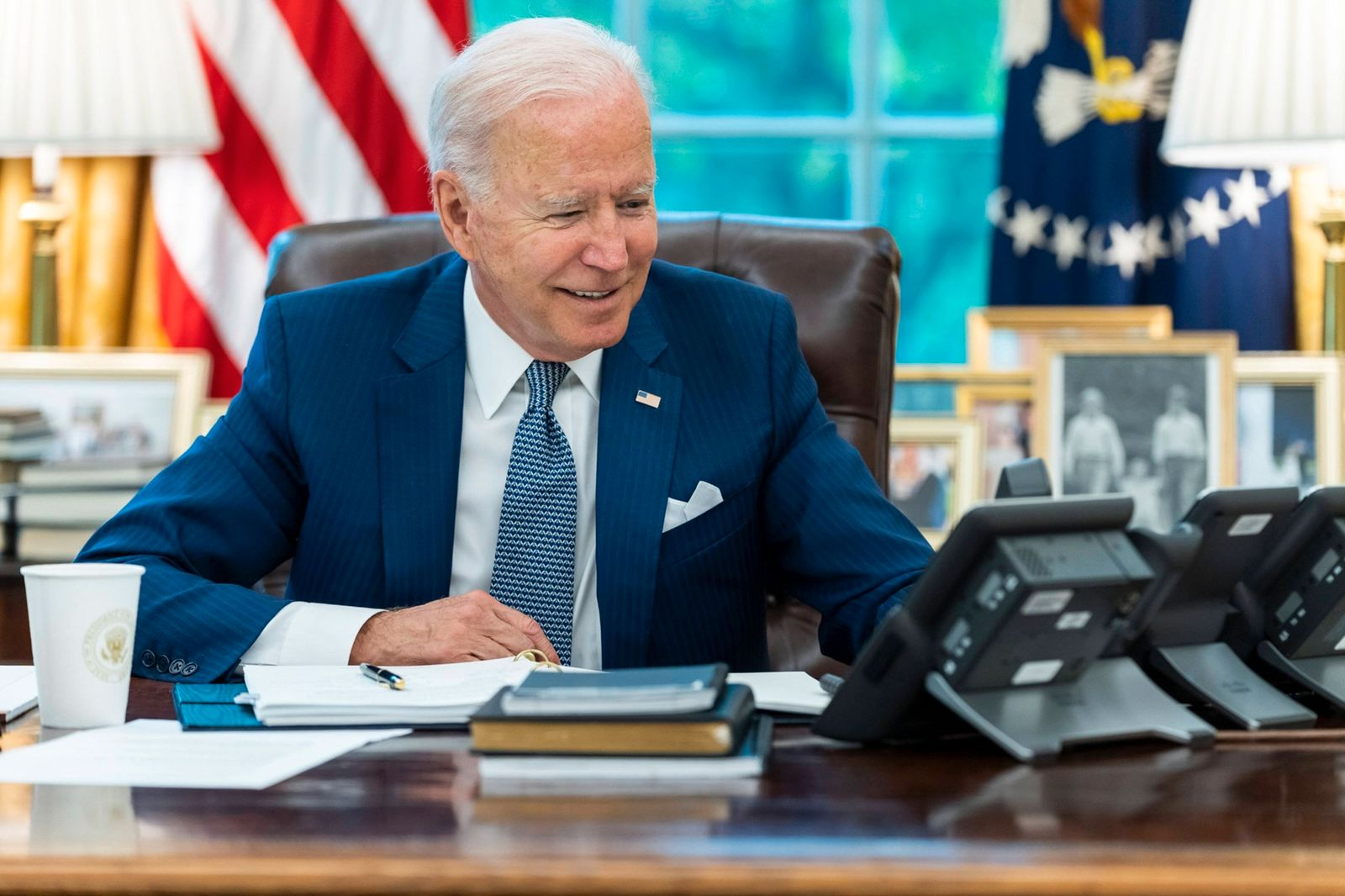 STYLELOCATIONU.S President Joe Biden, right, meets with British Prime Minister Boris Johnson in the Oval Office of the